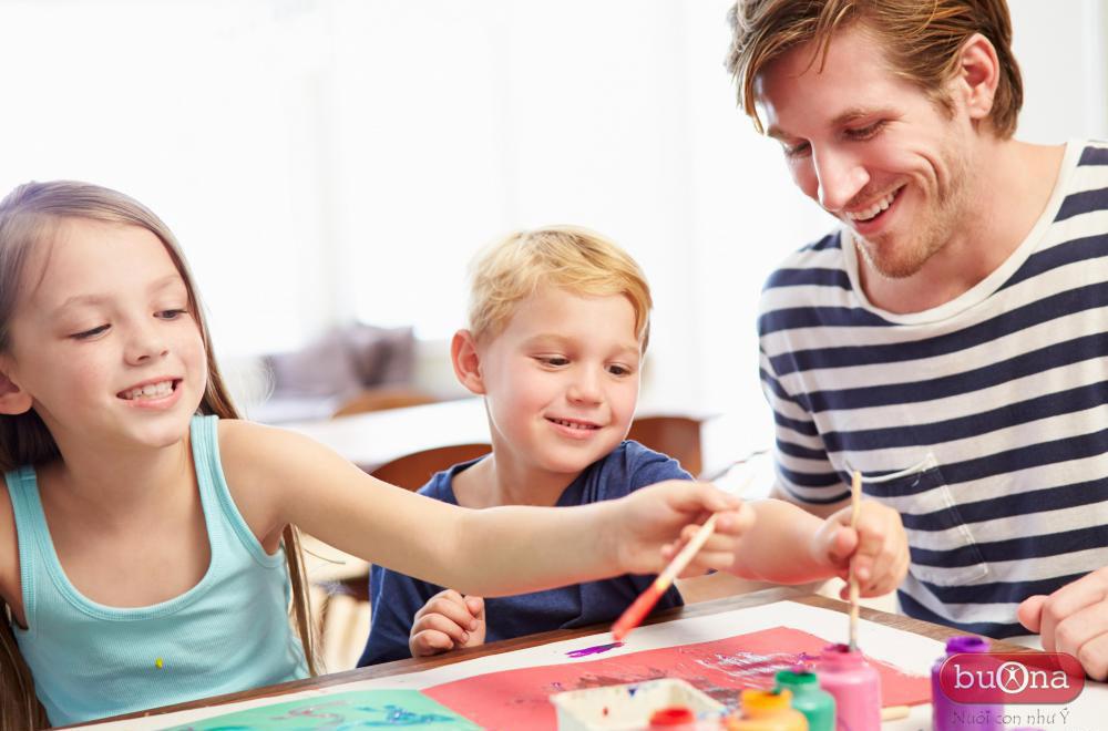 Cha mẹ cần khuyến khích trẻ tô màu