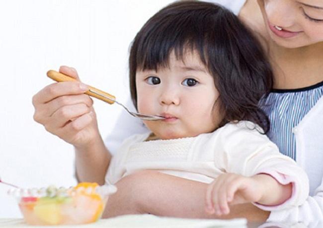 sai lầm của bố mẹ khi có con biếng ăn